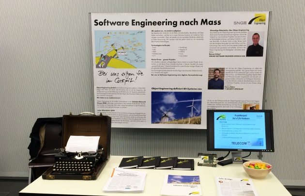 Stand von Object Engineering GmbH an der Jobbörse in HS Rapperswil Grossaufnahme der Ausstattung.